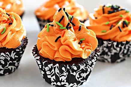 Image sweetly borrowed from: www.cupcakesgarden.com